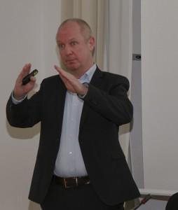 FREIE WÄHLER Münchner Wirtschaftsforum: Michael Hack, Leiter Corporate Development beim Strascheg Center for Entrepreneurship stellt seine praktischen Erfahrungen im Entrepreneurship-Center an der Hochschule München vor.